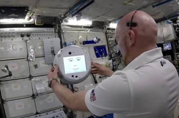 """国际空间站""""漂浮大脑""""球形人工智能机器人CIMON拒绝宇航员停止播歌要求"""