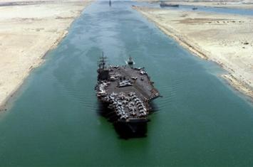 艾森豪威尔号航母真的堵在苏伊士运河了吗