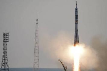 """""""进步MS-10""""货运飞船在自动模式下成功在国际空间站停靠"""