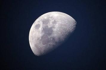 中国嫦娥四号探测器计划于12月8日发射升空 在月球背面软着陆