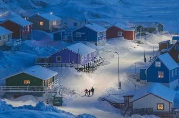"""美国《国家地理杂志》""""旅行者摄影大赛"""":中国摄影师朱伟民格陵兰岛渔村作品夺冠"""