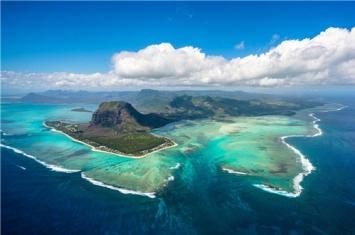 毛里求斯岛的水下瀑布怎么形成的