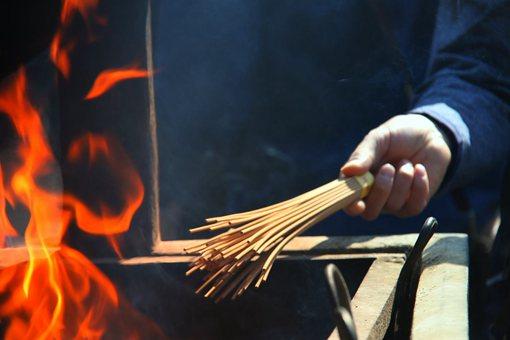 拜神的时候为什么要烧香?烧香代表什么意思?