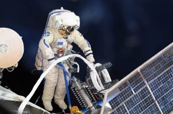 俄罗斯宇航员将在出舱期间把用过的设备丢进太空 会坠入大气层烧毁