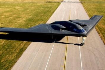 """美国B-2""""幽灵""""隐身轰炸机"""