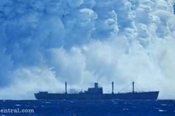 """1950年代水下核试影片曝光 货轮被""""海啸""""吞没"""