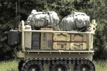 不久的将来美军士兵或许与装备机枪的有轮机器人在战场上并肩作战