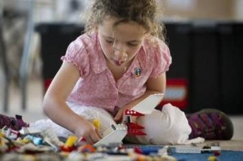 英物理学家吁女童多玩积木培养数理兴趣