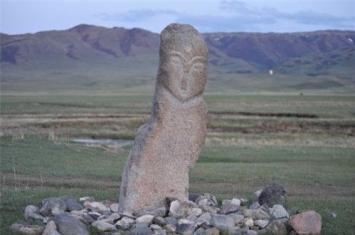 樊梨花草原石人雕像是怎么回事