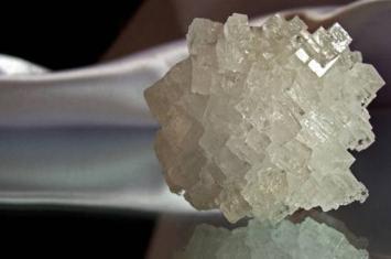 木星的卫星欧罗巴表面矿床含有大量氯化钠