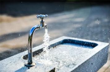 为什么一听到水流声就想小便