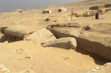埃及北部萨卡拉墓地左塞尔金字塔附近发现数十个两千年前木乃伊
