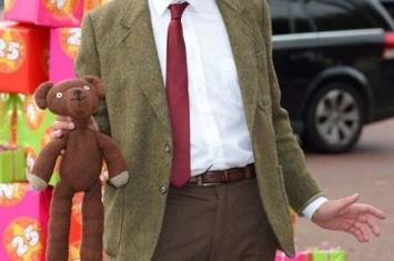 英国小伙因神似《憨豆先生》罗温·艾金森(Rowan Atkinson)走红