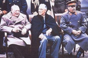 二战三巨头合影时为何总是罗斯福坐中间?