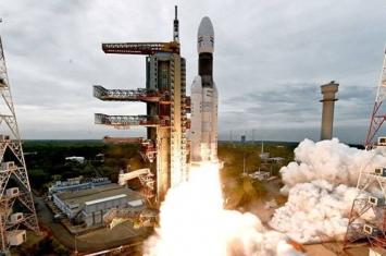 """印度空间研究组织成功将""""月船-2""""号自动月球探测器送入月球轨道"""