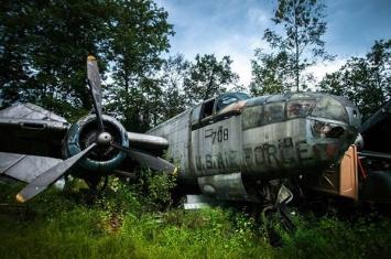 美国俄亥俄州废品收购员20世纪40年代收藏了许多二战时期的报废战斗机