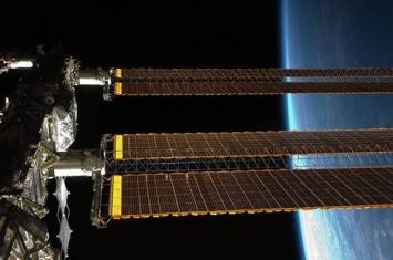 """携带机器人""""费奥多尔""""的俄联盟号飞船将在二次尝试与国际空间站对接前调整轨道"""