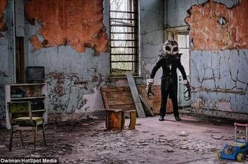 """""""鸮人""""(Owlman)在苏格兰废弃医院间游荡吓坏人 出现在""""聊天轮盘""""网聊天室"""