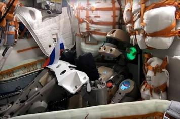 """国际空间站俄罗斯宇航员成功接通""""费奥多尔""""机器人电源"""