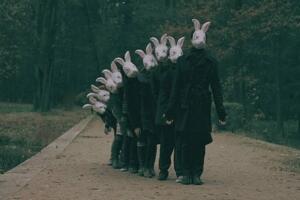 揭秘兔子杀人狂真实事件,美国恐怖兔人将人类当兔子宰杀