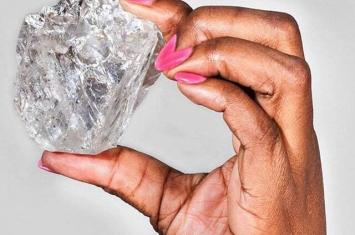 非洲博茨瓦纳发现一颗重达1111克拉的钻石 是世界上第二大钻石